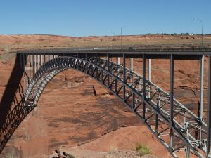 Glen Canyondam Bridge over de Colorado in de Amerikaanse staat Arizona