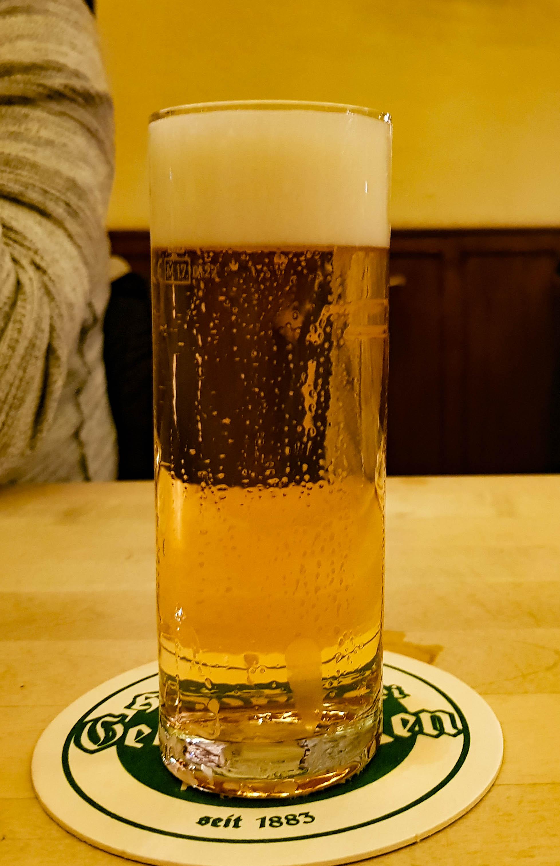 Kölsch in Brauerei Päffgen in Keulen