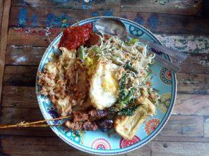 Nasi Campur bij Warung Varuna in Canggu Warung Varuna in Canggu 2