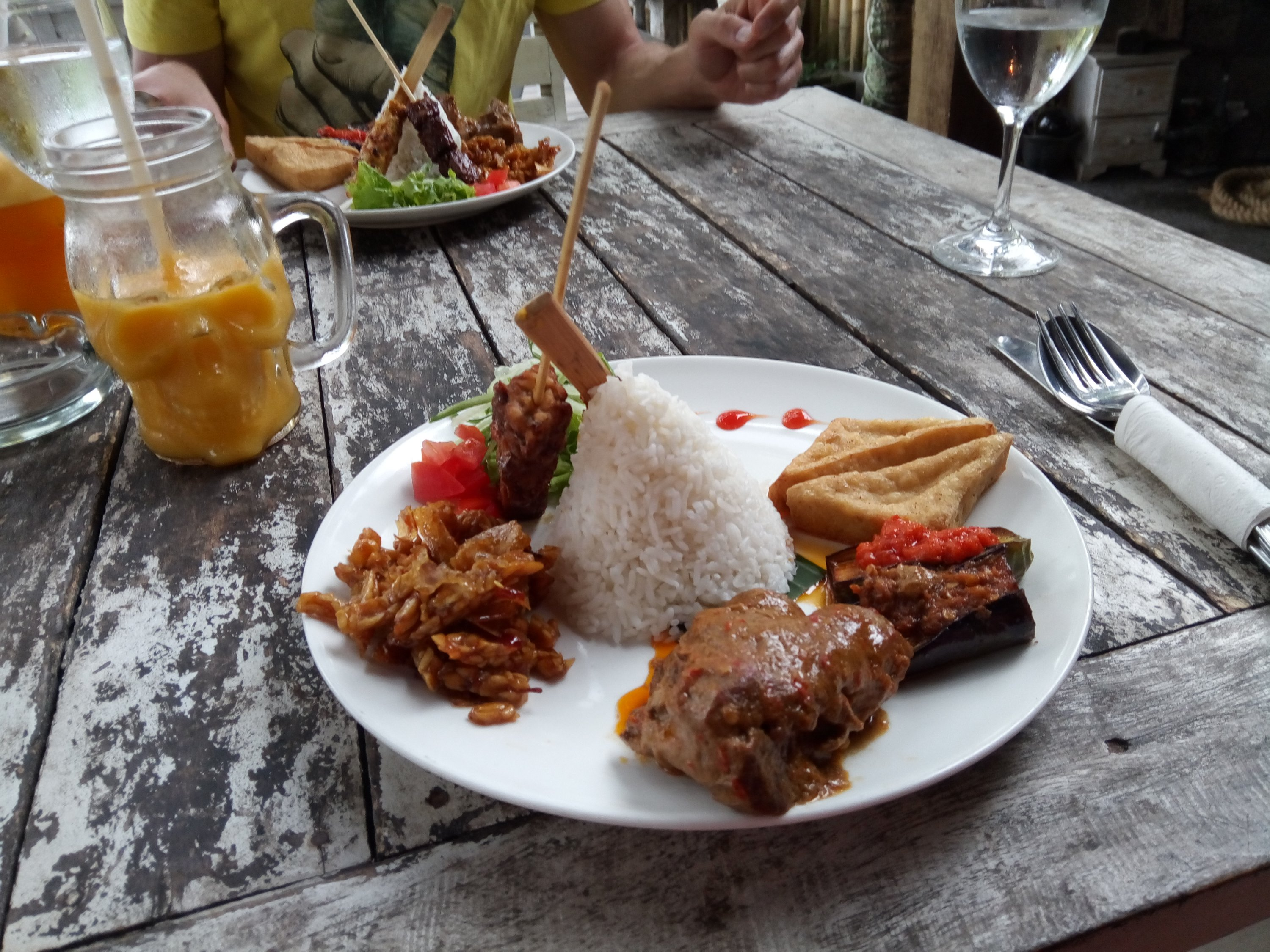 Nasi Campur bij The Black Pearle in Ubud